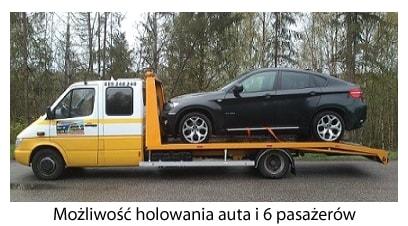 autoholowanie samochodu osobowego na lawecie wraz z 6 pasażerami